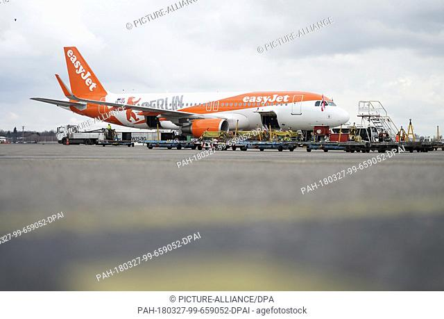 """27 March 2018, Germany, Berlin: An Easyjet Airbus A320-214 in """"""""Berlin colours"""""""" photographed in Berlin's Tegel Airport on the occasion of the presentation of..."""