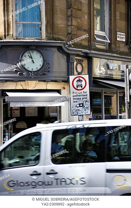 Glasgow Gordon Street Moving Taxi - Glasgow - Scotland