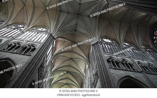 PAN, rotation, LA, LS. Interior: vaulted ceiling at the transept crossing. The Cathedral is in the High Gothic or Classical French style