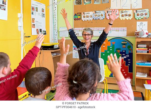 CAROLE, SCHOOL TEACHER AND DIRECTOR OF THE KINDERGARTEN OF THE PETITS-PRES, TOWN OF RUGLES (27), FRANCE