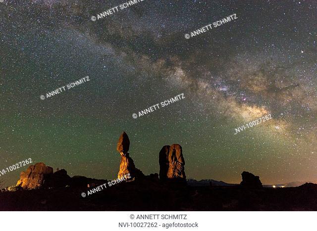 Balanced Rock and Ham rock, Arches National Park, Utah, USA