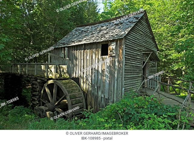 Grist mill in Cades Cove, Great Smokey Mountains National Park, North Carolina and Tennessee, USA