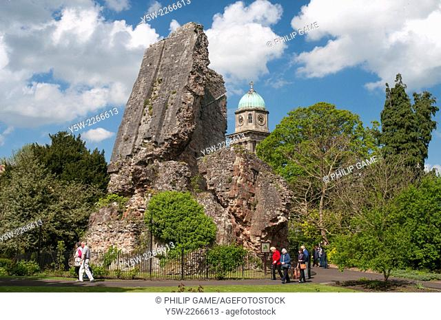 Ruined castle keep and St Mary Magalen's churchtower at Bridgnorth, Shropshire, England