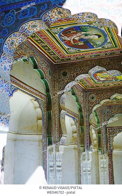 Hand-painted columns inside old haveli. Mandawa. Rajasthan. India