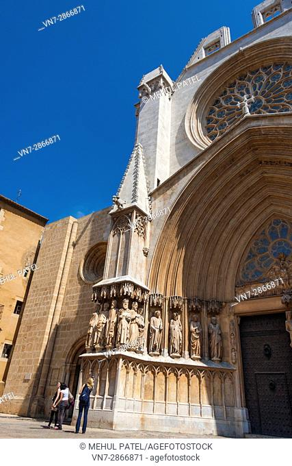 Upward angled view of the exterior of Tarragona Cathedral, Tarragona, Catalonia, Spain. The cathedral is situated in the old town of Tarragona at the city's...