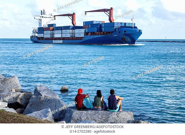 Florida, Miami Beach, South Pointe Park, Government Cut, Biscayne Bay, water, Atlantic Ocean, cargo container ship, arriving, Port of Miami, man, woman, friends