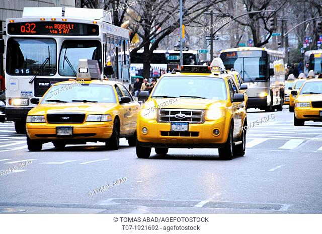 Mass Transit on 5th Avenue, Midtown Manhattan, New York City, USA