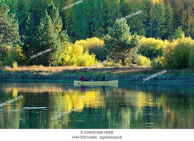 North America, USA, Central Oregon, Oregon, Deschutes River , people in canoe in autumn