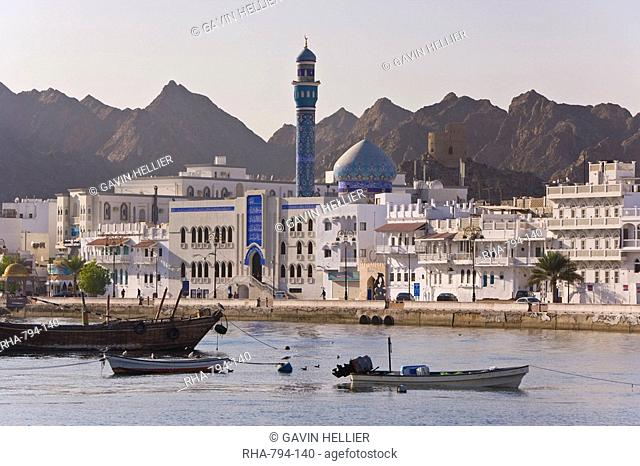 Elevated view along the Corniche, latticed houses and Mutrah Mosque, Mutrah, Muscat, Oman, Middle East