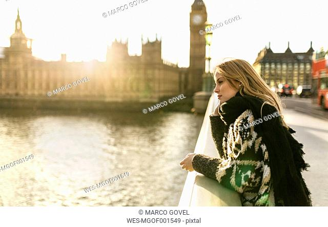 UK, London, young woman on Westminster Bridge