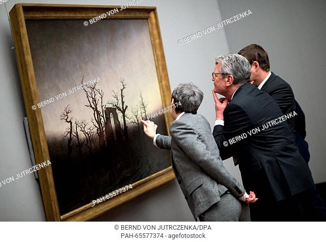 German President Joachim Gauck, and head of the Federal President's Office, David Gill (r), are guided by restorer Kristina Moesl (l) through the special...