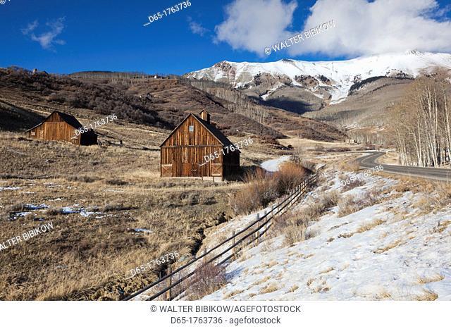 USA, Colorado, Telluride, wood barns, winter