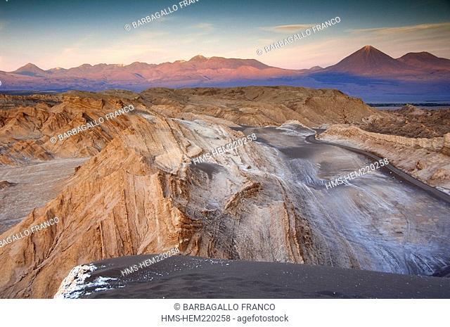 Chili, Antofagasta Region, Altiplano, San Pedro de Atacama, Moon Valley, sunset