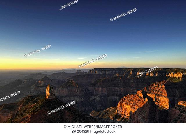 View from Point Imperial towards Mount Hayden and Alsap Butte, Coconimo Rim, Palisades of the Desert, Cedar Mountain, first light at sunrise
