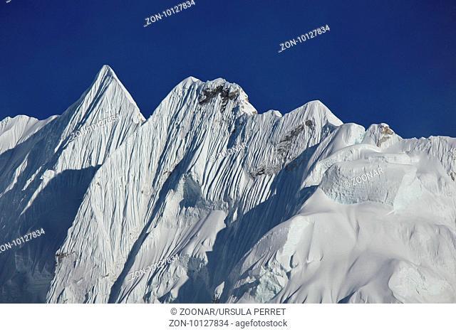 Sharp mountain ridge near mount Nuptse