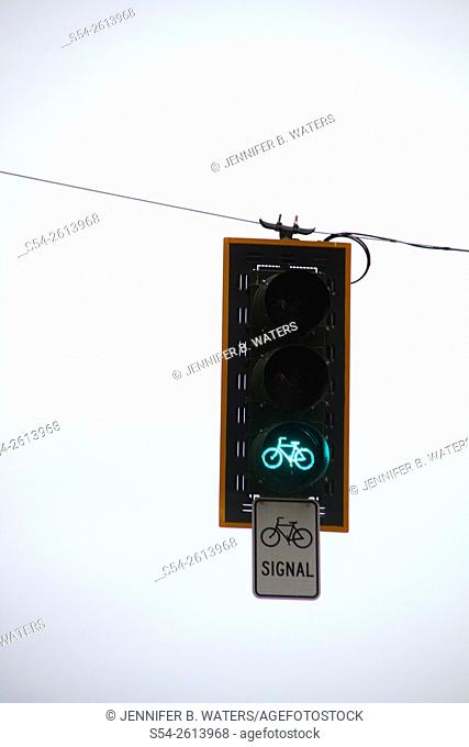 A green bicycle traffic signal in downtown Seattle, Washington, USA