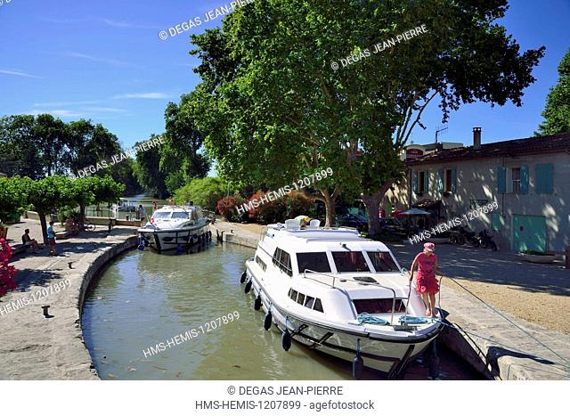 France, Herault, Villeneuve les Beziers, Canal du Midi listed as World Heritage by UNESCO, lock of the Ariege, pleasure boats waiting for the operation of...