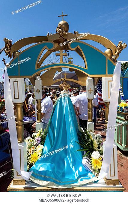 USA, Massachusetts, Cape Ann, Gloucester, St. Peter's Fiesta, Italian-Portuguese fishing community festival, religious procession, Madonna statue