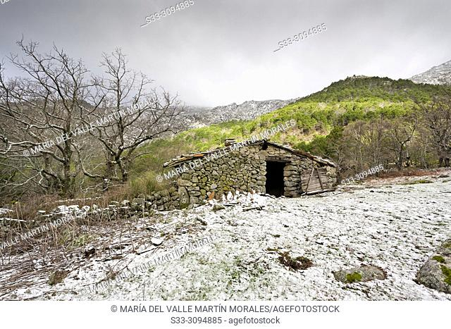 Hut and snow at Graja gorge. Sierra de Gredos. Avila. Spain