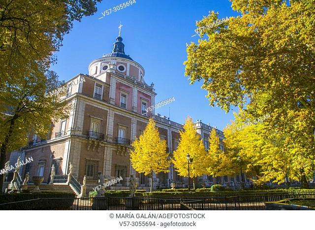 Royal Palace from La Isla gardens in Autumn. Aranjuez, Madrid province, Spain