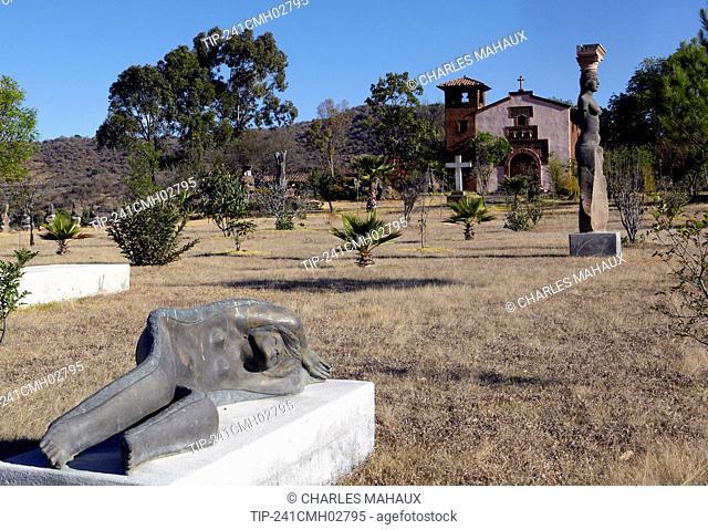 America, Mexico, Michoacán state, Morelia area, Capula village, statues made by Juan Torres Calderon in his garden