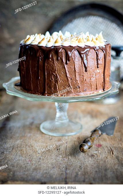 Chocolate cake with meringue kisses