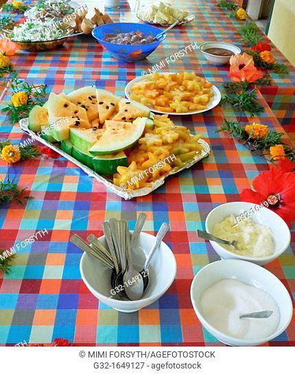Lunch, dessert, Polynesia