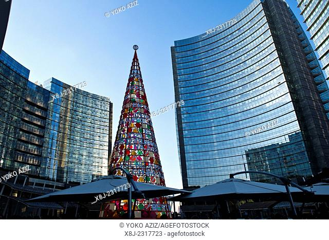 Italy, Lombardy, Milan, Gae Aulenti square