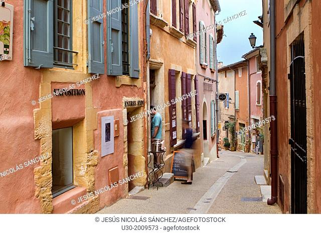 Street of the ochre coloured village of Roussillon, Natural Regional Park of Luberon, Vaucluse department, Provence Alpes Cote d'Azur region. France