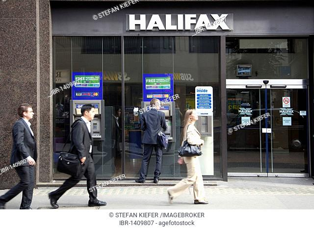 Passers-by at the cash machine of the Halifax Bank in London, England, United Kingdom, Europe