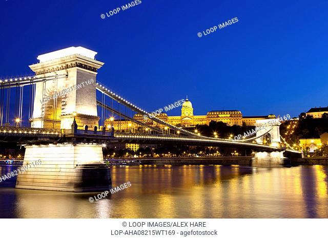A view of the Chain Bridge over the river Danube at night