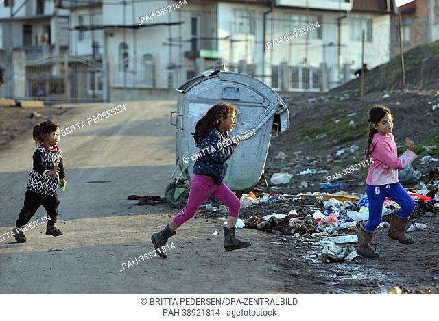 Children play in the Roma quarter Fakulteta in Sofia, Bulgaria, 10 April 2013. Photo: BRITTA PEDERSEN | usage worldwide. - Sofia/Sofia/Bulgaria