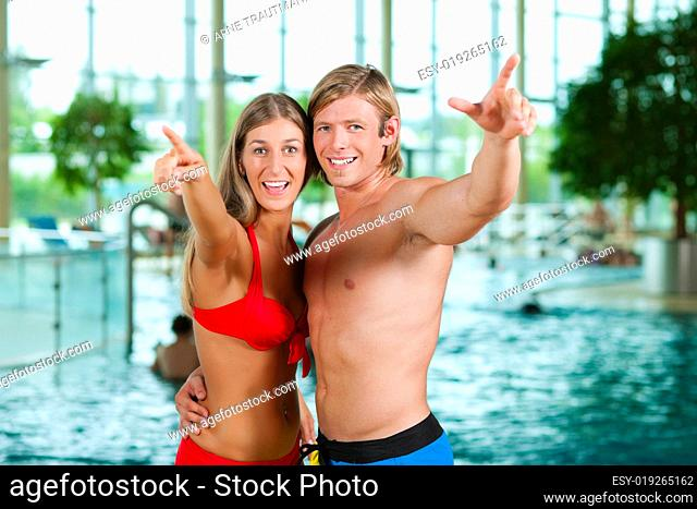 Freunde im Schwimmbad