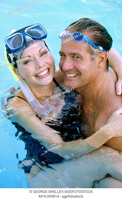 couple in a swiming pool with goggles