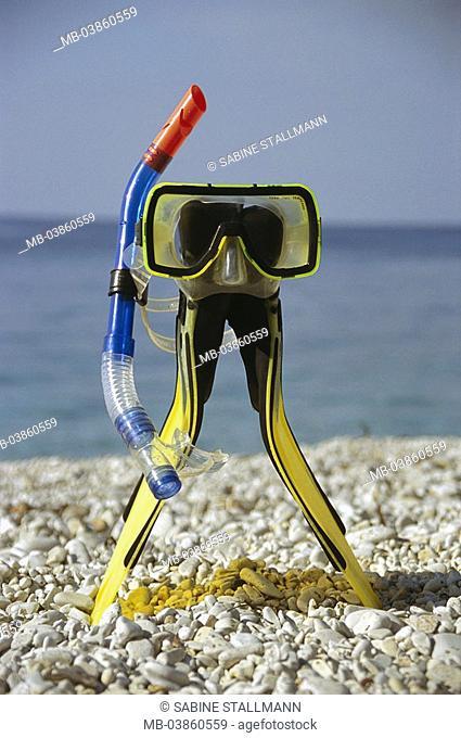 Sea, gravel beach, snorkel-equipment, beach, diver-glasses, snorkels, fins, fins, symbol, vacation, summer-vacation, bath-vacation, snorkels, water-sport, sport