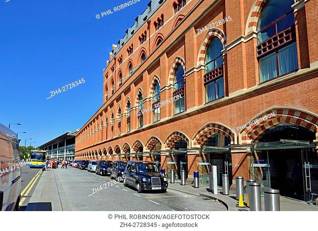 London, England, UK. Taxi rank outside St Pancras Station