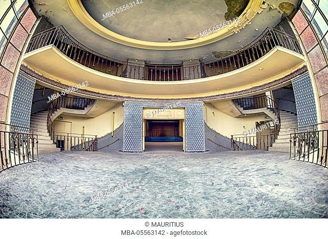 entrance area with stairs in an abandoned swimming pool