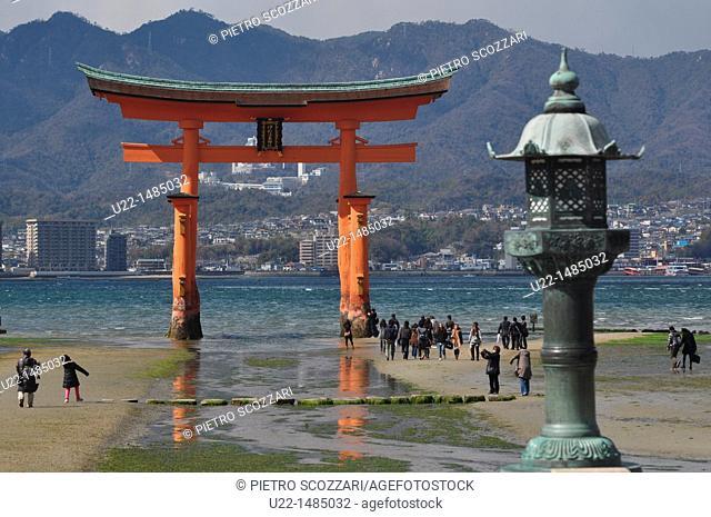 Miyajima (Japan): the Itsukushima-jinja shrine gate
