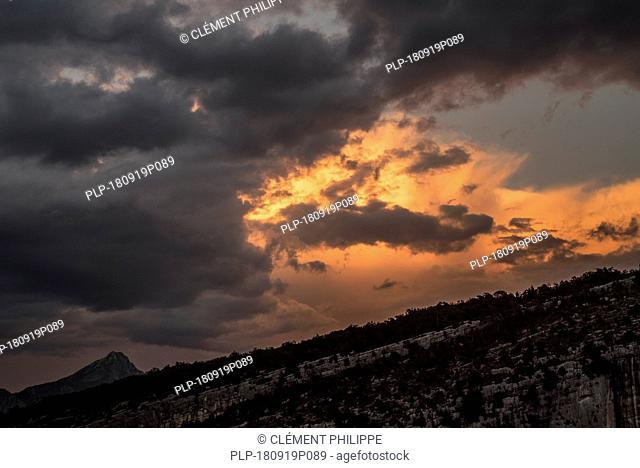 Storm clouds at sunset forming over the Gorges du Verdon / Verdon Gorge canyon, Alpes-de-Haute-Provence, Provence-Alpes-Côte d'Azur, France