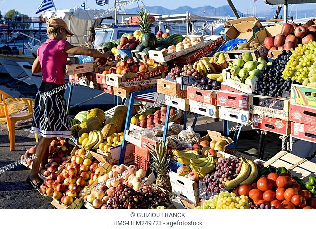 Greece, Saronic Gulf, Aegina Island, Aegina City, the fruit market on boat