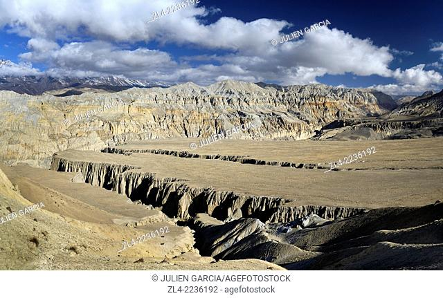 Plateau and deep canyons near Yara. Nepal, Gandaki, Upper Mustang (near the border with Tibet)
