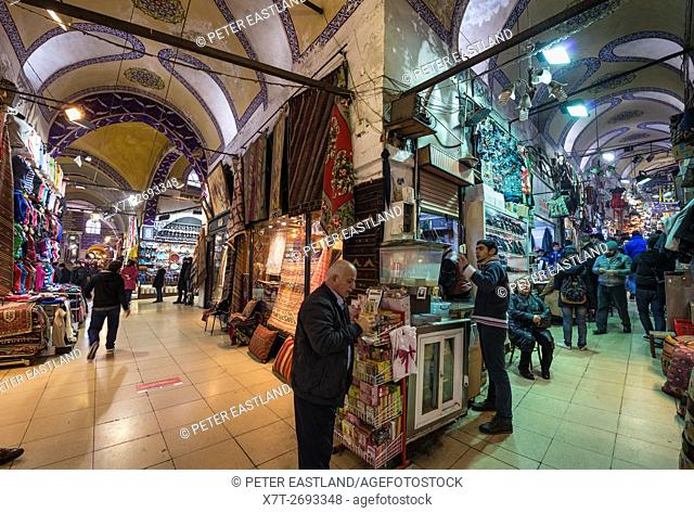 Covered alleyways and stalls in the Grand Bazaar, Sultanahmet, Istanbul, Turkey