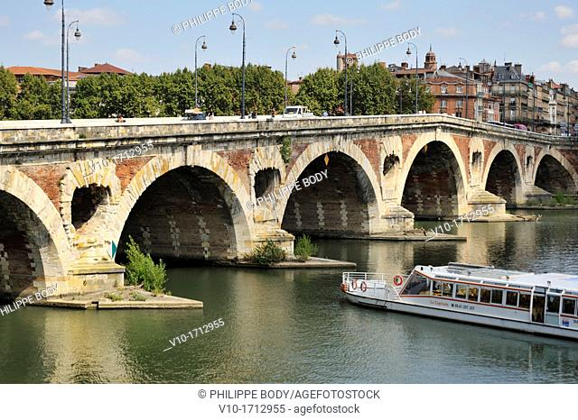 France, Haute Garonne, Toulouse, the Garonne river and the bridge Pont-Neuf