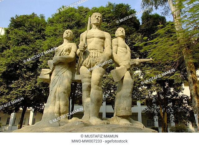 Aparajeyo Bangla is one of the most well known sculptures dedicated to the Bangladesh Liberation War in 1971 It is located in the campus of Dhaka University