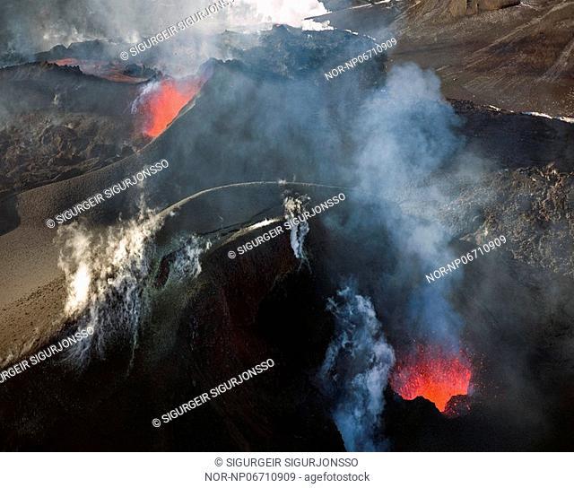 Volcanic eruption in South Iceland, image shot 4. April 2010
