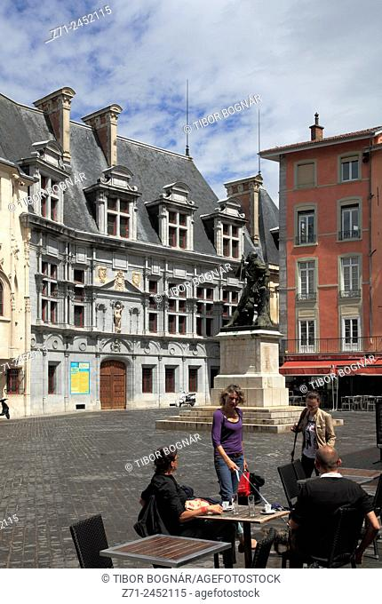 France, Rhône-Alpes, Grenoble, Place St-André, people