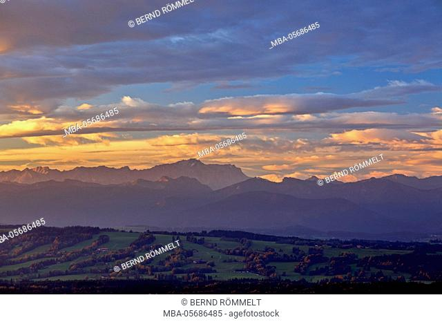 Germany, Bavaria, Upper Bavaria, Pfaffenwinkel, Hohenpeißenberg, view of the Hohenpeißenberg on Zugspitze and Ammergauer alps