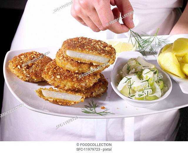 Kohlrabi escalopes with a cucumber salad and potatoes