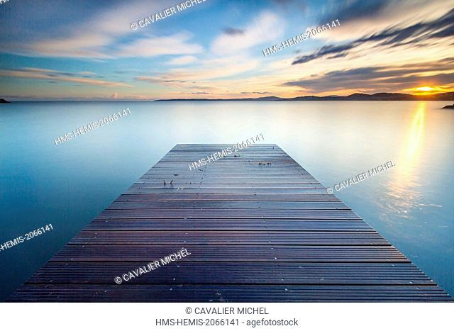 France, Var, Roquebrune sur Argens, Les Issambres, wooden pontoon on the beach of San Peire