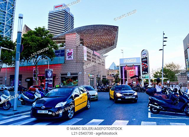 Frank O. Gehry's Golden Fish Sculpture, Hotel Arts, Mapfre Tower and Pacha nightclub. Port Olimpic, Vila Olimpica, Barcelona, Catalonia, Spain
